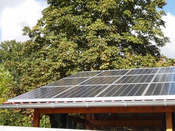 TerrassenUberdachung Holz Firmen ~ Carport mit Solarmodulen auf dem Dach Bildquelle Heinz Werner