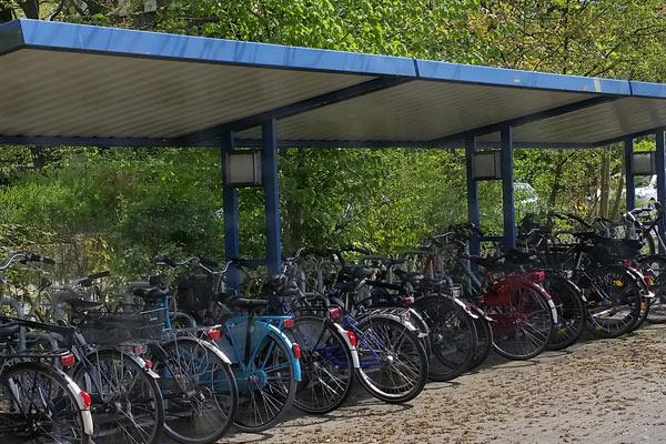 Überdachter Fahrradcarport